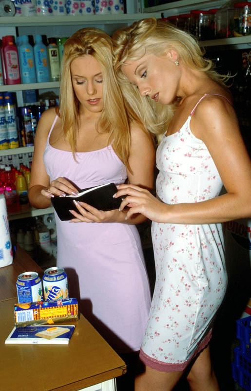 Demi et Sasha, le duo de lesbiennes blondes