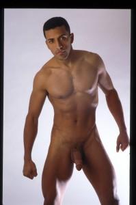 tres beau mec gay à poil