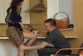 Vidéo x gratuite Cath et Alexander dans la cuisine