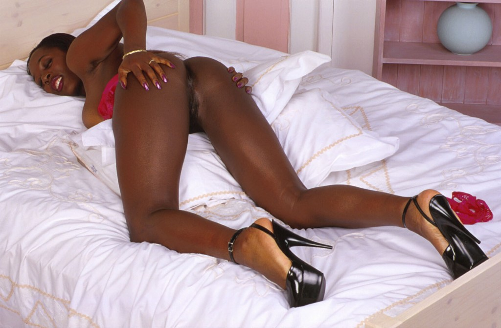 black-gros-seins-010