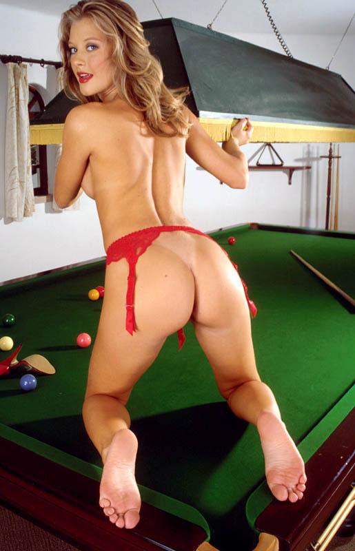 photo femme nue, joli cul appétissant de la femme du billard