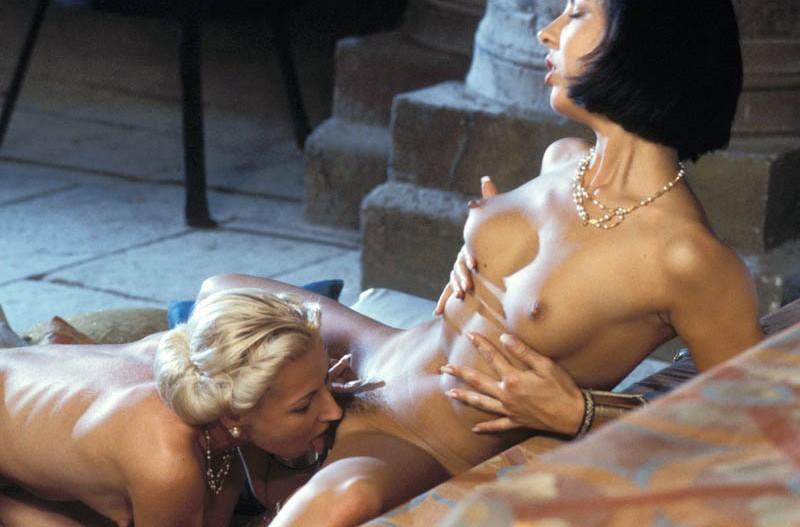 Léchage de minou entre lesbiennes