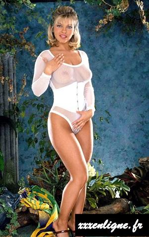 Angélique la blonde allumeuse