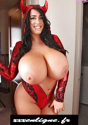 xxxenligne.fr spéciale Halloween Miss diablesse aux gros seins