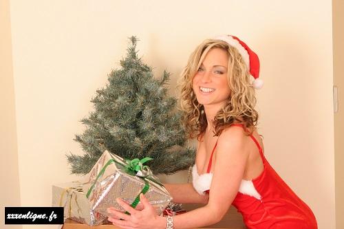 Tu ne devines pas ce qu'il y a dans ce cadeaux de Noël 2107 ? xxxenligne.fr